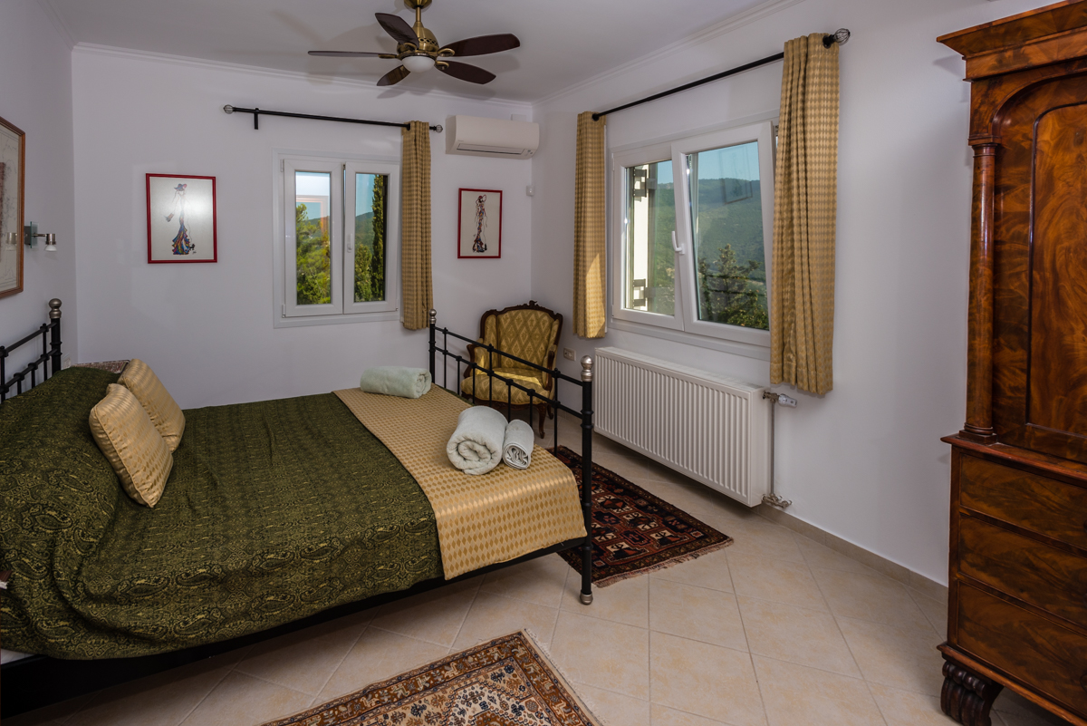 Large Ionian private retreat